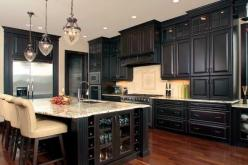 Kitchen with black cabinets: Kitchens, House Ideas, Dark Cabinets, Dream House, Kitchen Ideas, Kitchen Cabinets, Island