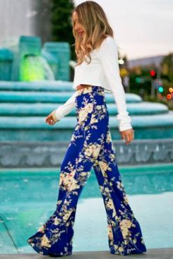 love the pants... i'd make it a little casual with a tank top.: Fashion, Palazzo Pants, Crop Tops, Style, Outfit, Floral Palace, Printed Pant, Floral Pants
