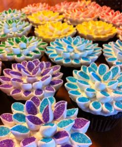 Marshmallow Cupcake toppers.  Cut the marshmellows in half on the diagonal, then toss in a ziplock with colored sugar sprinkles. The sprinkles only stick to the sticky cut side.: Sugar Flower, Marshmallow Flower, Flower Cupcake, Cut Side, Food, Cupcake De