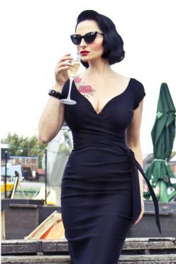 So Couture - Black Hourglass Vintage Pencil dress -  nice and classic. Just need pearls and that is it.: Style, Classy Sexy Cocktail Dress, Vintage Pencil, Hourglass Dress, Vintage Cocktail Dress, Pencil Dresses, Black Cocktail Dress
