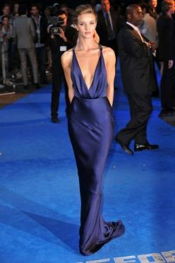 Stunning.| Evening formal cocktail dress | Sexy lady walking on the blue carpet | celebrate her night out in town and win her smile with #Thejewelryhut diamonds jewelry gift of Love.: Rosie Huntington Whiteley, Evening Dresses, Fashion, Style, Blue, Red C