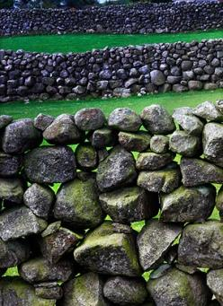 The stone walls of the Mourne Mountains, County Down. Throughout the British Isles stone walls are distinctly different in respect of the type of stone and building technique. Sometimes the variations are within a few short miles of each other.: Art Rocks