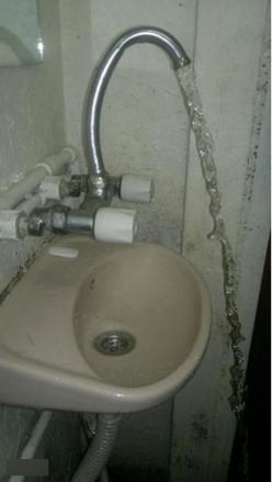 This overenthusiastic sink. | 21 Design Fails That Will Make You Feel Better About Your Own Home: Epic Fail, Funny Stuff, Diy Fails, Funnies, Sink, Design Fail, Funny Fails, Photo, One Job