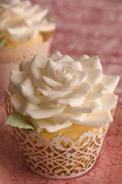#Wedding Cupcakes that look so beautiful!  I can't imagine the work that goes into each one, nor can I fathom the patience to make 200 of them! :P: Cup Cakes, White Flower, White Rose, Wedding Cupcakes, Rose Cupcake, Flower Cupcakes, Cupcake Design, S
