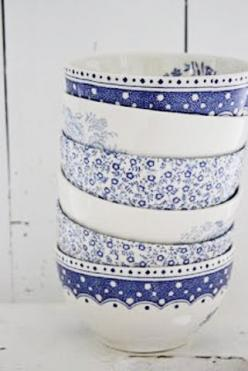 Blue and white bowls  -  been mixing and matching blue and white for decades! Must be a trend setter!: Colour, Blue, Pattern, Dishes, Blue Bowls, Blue And White China, Porcelain, Blue And White Bowls, Ceramic