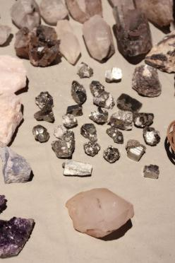 Geology is the class I attended longest when I briefly went to college. I actually loved it so much and kinda miss it.: Quartz Gemstones, Inspiration, Minerals Crystals, Pretty Gemstones, Gems Rocks Minerals, Gems Gemstones, Things, Crystals Gemstones