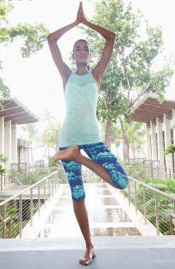 Love these blue and mint work-out pants. They're perfect for yoga and running.: Yoga Outfit, Clothes Yoga, Yoga Pants Outfit, Capri Yoga Pants, Exercise, Outfit Yoga Pants, Activewear Fashion, Yoga Capri