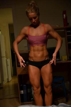 Michaela Augustsson is one fit chick. I love the muscle definition in her abs, obliques and quads. This takes years of training and discipline. Gotta give her props for sticking to her goals. Also like that she's one of the few fitness models out ther