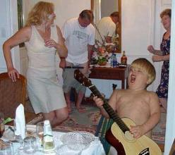 The kid is obvious, but why is the dude in the back taking off his pants while the nice lady on the right does the Hand Jive.  This is just freakin hilarious!: Giggle, Pictures, Funny Stuff, Humor, Things, Family Photo, Families, Wtf