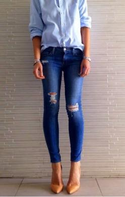 This super cute simple outfit is pretty much great to wear to a movie, a child's sports event, mostly just a causal evening! It Is great!: Simple Outfit, Ripped Jeans, Skinny Jeans, Style, Nude Pump, Nude Heels, Pointed Toe Pump, Perfect Jean