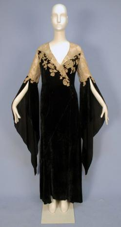 A Great Image; Front view of 1930's silk panne velvet deshabille with gold alecon lace... With certain modifications, this idea would make a great dress.: Alencon Lace, 1930S, Lace Topped, Lace Deshabille, Silk Panne, 1930 S, Panne Velvet, Wizard Slee