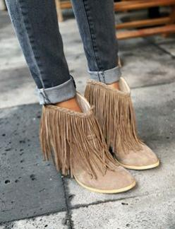 Boho Fringe Booties.: Fashion, Style, Ankle Boots, Shoessss, Fringe Booties, Fringes, Shoes Shoes, Fringe Boots