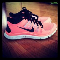 I am not a big sneakers/tennis shoe type of girl, BUT... I love the different girly types!! Nike Free Running 5.0 V4, nike free 3.0 v4, tiffany blue nikes, tiffany free runs, hot punch nike frees, pink nike shoes: Running Shoes, Free Runs, Cheap Nike, Nik