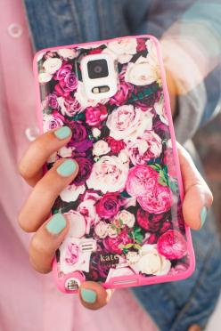 Keep your Note 4 safe without sacrificing style thanks to these kate spade new york designer phone cases for the Samsung Galaxy Note 4. These cases have all the fashionable, feminine touches you want, plus creative designs to make your Note 4 stand out in