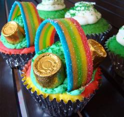 Made these for Dayna's St. Patricks Day themed baby shower and they were so cute :) Found the rainbow candy at Walgreens.: Holiday, Stpattys, Food, St. Patrick'S Day, Rainbow Cupcakes, St Patricks