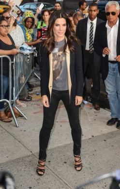 Outfit we love: Sandra Bullock in a t-shirt, blazer, skinny jeans and sexy shoes.: Dressed Poll, Bullock Dresses, Fashion Ideas, Sandrabullock, Dress Up, Concert Outfit Rock, Comfy Weekend, Clothes Inspiration