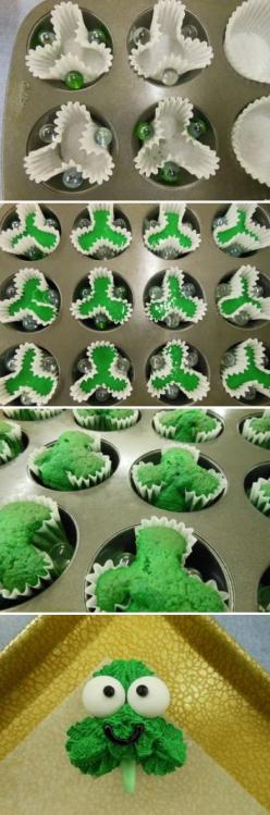 Shamrock Cupcakes.. Super easy DIY idea: Stpatricks, Saint Patrick, Food, Stpattys, St Patty, St Patricks, Shamrock Cupcakes