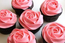 This is super easy and impresses everyone. >> How to frost a rose on a cupcake in 20 seconds!: Pink Roses, Pink Cupcake, Sweet, Flower Cupcake, Food, Rose Cupcakes, Cup Cake, Rose Cake