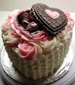 valentine cake Can someone really make this for me?  chocolate covered straberries in the candy part?  I am about to need a cigarette!: Valentines, Cupcakes, Valentine Cake, Food, Amazing Cakes, Heart Cake, Beautiful Cake, Valentine S