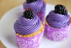 Angel Food Cupcakes with Blackberry Buttercream Icing - I think I want to try the icing just on an angel food cake!: Purple Cupcakes, Sweet, Blackberry Buttercream, Cup Cake, Yummy, Blackberries, Angel Food Cupcakes, Dessert