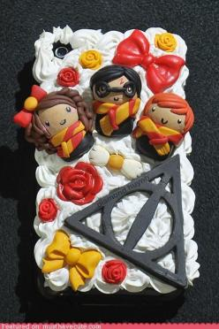 Its Hermione, Harry and Ron with happy roses and bows until you see the Deathly Hollows sign! HaHa: Iphone Cases, Potter Iphone, Harry Potter Cakes, Phonecases, Harrypotter, Phone Covers, Iphone Cover, Decoder