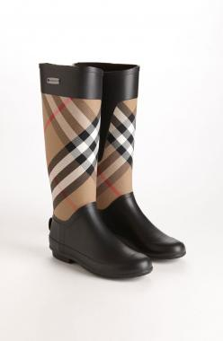 Perfect for puddle jumping! Love these Burberry rain boots.: Boots Women, Burberry Clemence, Burberry Boot, Burberry Rain Boots, Winter Boots, Clemence Rain