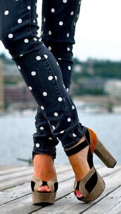 Polka Dot Jeans DIY. Just need a stencil and some white fabric spray paint or regular fabric paint. Reinvent old jeans or buy some 10 dollar jeans from Forever 21 :): Polka Dots, Fashion, Polka Dot Jeans, Skinny Jeans, Style, Shoess, Polkadots