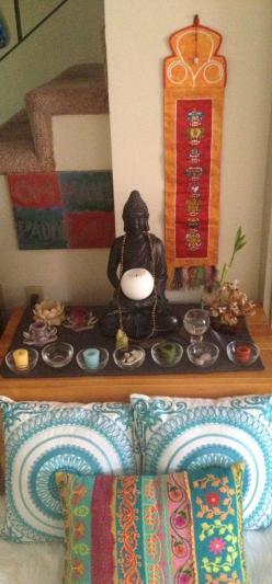 Small meditation space: Business New Place, Altar Buddha, Meditations Chakras Healing, Reiki Crystal Chakras, Aa Altars, Meditation Altars, Small Meditation Space, Yoga