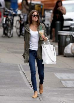 Take a cue from the stylish Olivia Palermo and rock this classic weekend outfit: cargo jacket, white tank, skinny jeans, nude flats, and white handbag. (Iced coffee also makes a great accessory!): Oliviapalermo, Fashion, Utility Jacket, Street Style, Outf