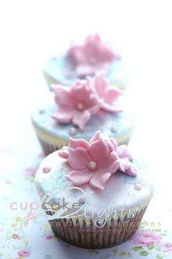Very Pretty ....that may take me some time to learn: Cupcakes Cake Recipe, Cupcakes Yummy, Amazing Cupcakes, Cakes Cupcakes, Cupcakes Cake Cake, Cupcakes Cookies Sweets, Cupcakes Bday Party
