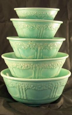 VINTAGE HOMER LAUGHLIN ORANGE TREE NESTING BOWLS. All of vintage kitchenware is sooooooooo addictive!!!: Homer Laughlin, Tree Nesting, Nesting Bowls, Vintage Homer, Tree Bowls, Orange Trees, Green Bowls, Vintage Green, Laughlin Orange
