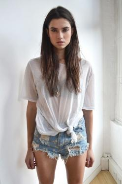 www.paper-thin-walls.com Like us on Facebook:https://www.facebook.com/pages/Paper-Thin-Walls/280269228678869?ref=hl: Jean Shorts, Fashion, Summer Outfit, Style, White Tee, Spring Summer, Denim Shorts, Hair