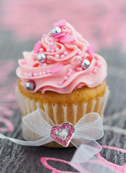 """""""You cant buy happiness but you can buy cupcakes! they are kinda like the same thing"""" - unknown <3: Cup Cakes, Ideas, Birthday, Sweets, Food, Yummy, Pink Cupcakes, Pretty, Dessert"""