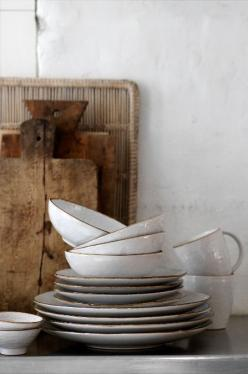 'Hessian' Tableware by Broste Copenhagen is beautifully textured with a light brown rim: Cutting Boards, Kitchens, Inspiration, Wood, Broste Copenhagen, Ceramics, White Dishes, House