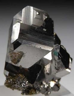 Carrollite, CuCo2S4, is a sulfide of copper and cobalt, often with substantial substitution of nickel for the metal ions, and a member of the linnaeite group.: Stones Minerals Crystals, Crazy Rocks, Rocks Quart Fluonite Minerals, Rocks Crystals, Crystals