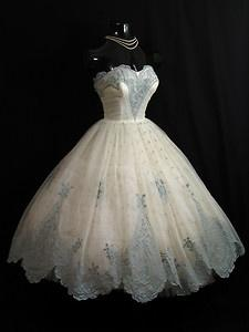 I would love to wear this...unfortunately, this particular dress probably wouldn't even fit if I lost 30 pounds. :/: 1950S, Dresses, Vintage Dress, Prom Dress, Wedding Dress, Chiffon Organza