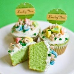 "Lucky You St. Patrick's Day Cupcakes.  Betty Crocker recipe with cupcake batter tinted green & Lucky Charms cereal topping.  Love the ""Lucky You"" cupcake toppers.: Charm Cupcakes, Lucky Charms, Charms Cupcakes, St. Patrick'S Day, St Pa"