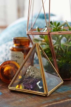 Magical Thinking Pyramid Mirror Box: A beautiful yet modern storage box for those little jewels...: Pyramid Mirror, Thinking Pyramid, Pyramid Display
