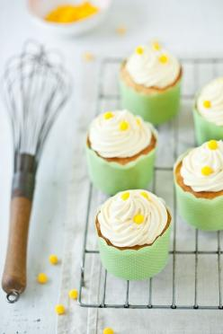 Mini cupcakes decorated with liners and sprinkles.: Cupcake Lemon, Beautiful Cupcakes, Baking Cupcakes Snack, Cake Cupcakes, Vanilla Cupcakes, Lemon Vanilla, Cupcakes Birthday Etc, Cookies Cupcakes Muffins