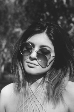 Not my usual style inspiration, but i want sunnies like this for Reading, a bit more hippy than my usual style.: Fashion, Kardashians, Style, Kardashian Jenner, Kyliejenner, Jenners, Beautiful People, Hair, Kylie Jenner