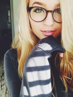 Sometimes you just gotta be a nerdy tumblr girl! Laptop, big jumper, glasses, coffee and bed is all i need today! Xoxo: Selfie, Girls, Glasses, Pretty Girl, Jacy Jordan, Beauty, Hair, Eye