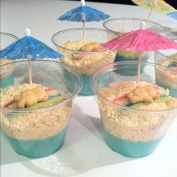 Summer time dirt cups. Pudding, crushed white oreos, sour straw for the towel and a Teddy Graham!: Food, Pudding, Dirt Cup, Beach, Party Ideas, Kid, Dessert