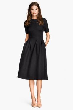 Very much enjoying the H&M at the moment! What a bargainous classic dress?: H&M Dress, Classy Dress, Modest Black Dress, Classic Black Dress, Black Modest Dress, Winter Work Dress, Elegant Black Dress