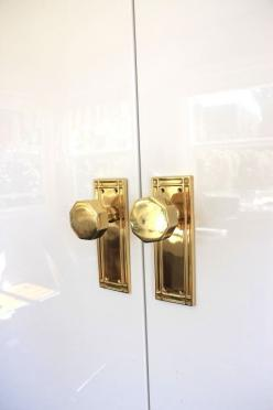 vintage brass knobs (unsealed, I hope) for my closet doors. photo from emily henderson: Interior, Brass Knobs, Gold Knobs, Brass Hardware, Door Knobs, Gold Doorknobs, Brass Doorknobs, Fancy Doorknobs, Ikea