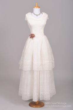1950's Eyelet Chiffon Vintage Wedding Gown : Mill Crest Vintage: Vintage Weddings, Vintage Bride, Vintage Wedding Gowns, Chiffon Vintage, Chiffon Wedding Gowns, Wedding Dress, Eyelet Chiffon, 1950 Eyelet