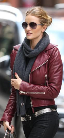 50 Great Fall Outfits On The Street - Style Estate -: Leatherjacket, Fashion, Burgundy Leather, Street Style, Outfit, Leather Jackets, Fall Winter, Red Leather