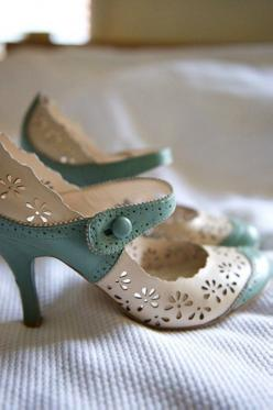 Can they be olive green and the white then ill wear them for my wedding!!!! Vintage Shoes OMG im in love!: Pastel, Fashion, Wedding, Mary Janes, Nine West, Something Blue, Vintage Shoes, Vintage Style