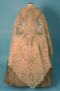 Handmade Lace Shawl, circa 1860. So beautiful and such craftsmanship!   Apparently shawls went out of fashion not long after this, when the bustle came in they just didn't work together.: Vintage Fashion, Lace Shawls, Ivory Lace, 1860 October, 1860 S,