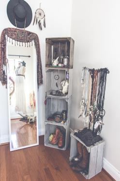 I would love to have a little corner like this with jewelry, scarves, hats, accessories, etc: Bohemian Bedroom Idea, Bohemian Room, Boho Room Idea, Organize Hat, Boho Bedroom Idea, Dressing Room