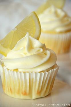 Limoncello cupcakes (lemon cupcake base + lemon curd filling + lemon buttercream).: Cupcakes Cake, Lemon Buttercream, Cuppycake, Lemon Curd, Cuppy Cake, Cup Cake, Lemon Cupcakes, Curd Filling